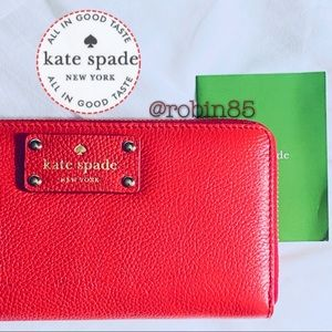Kate Spade • Red zippered Wallet • Flawless •